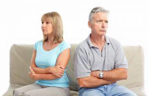 Gelukkig is er echter geen causaal verband tussen boze ruzie en relatiegeluk, aldus psycholoog en relatieonderzoeker John Gottman. Maar er is een ruziestijl die wel het beste werkt, en dat is de bevestigende ruziestijl.